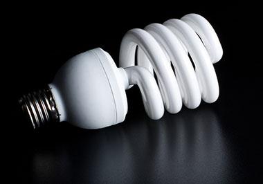 Como calcular o consumo de energia das lâmpadas de casa?